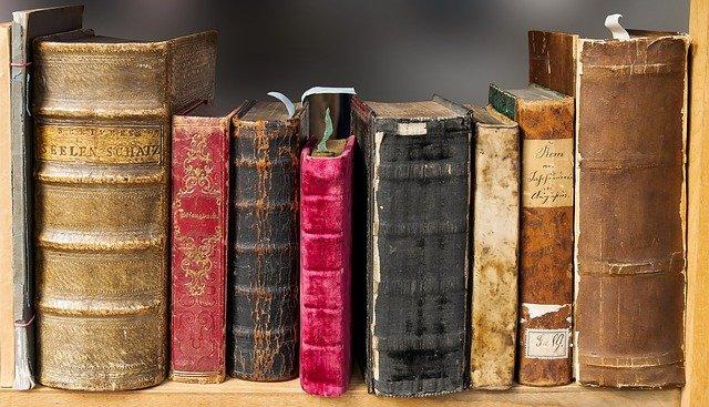 starožitné knihy