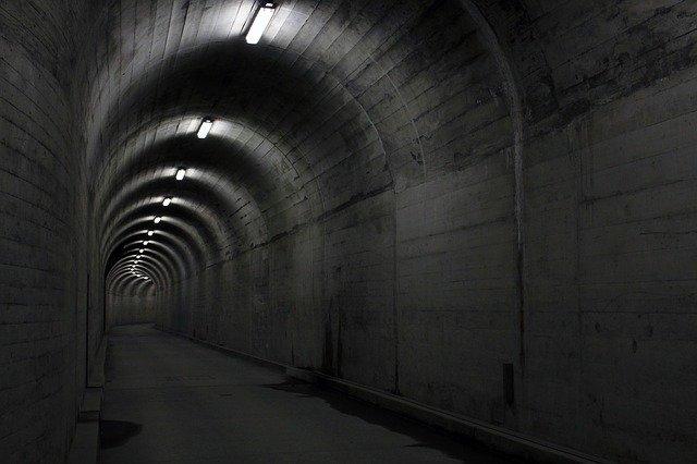 osvětlený tunel.jpg
