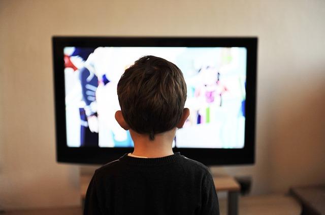 dítě u televize.jpg