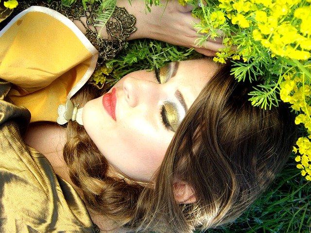 spánek u květin