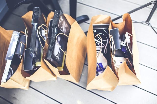 dárky v taškách