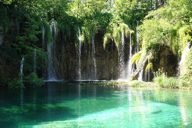 tyrkysový vodopád