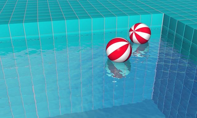 Míče v bazénu